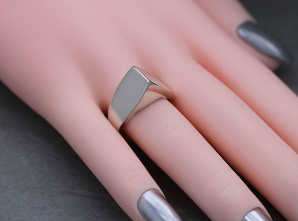 Sterling silver triangular fronted / peaked ring