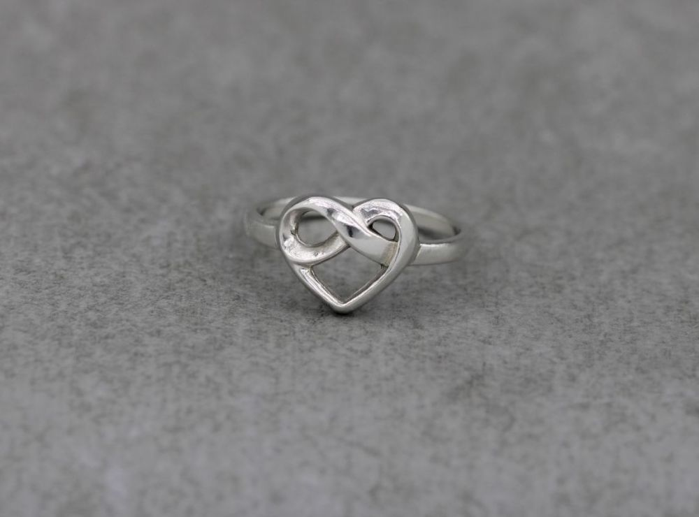 Sterling silver infinity knot heart ring (P)