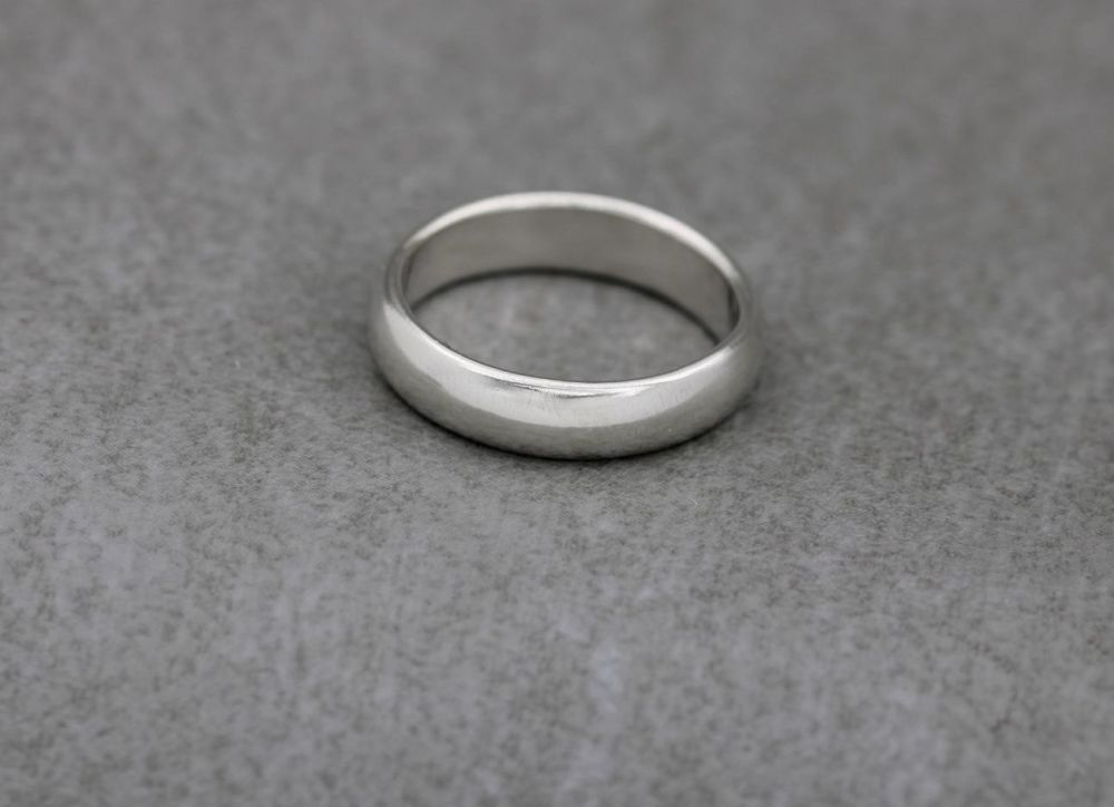 Sterling silver smooth 'D' profile wedding band ring