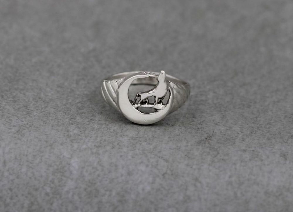 Sterling silver wolf howling at the moon ring
