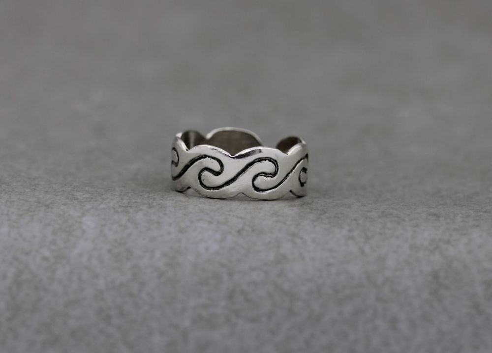 Adjustable sterling silver thumb ring with a wave design