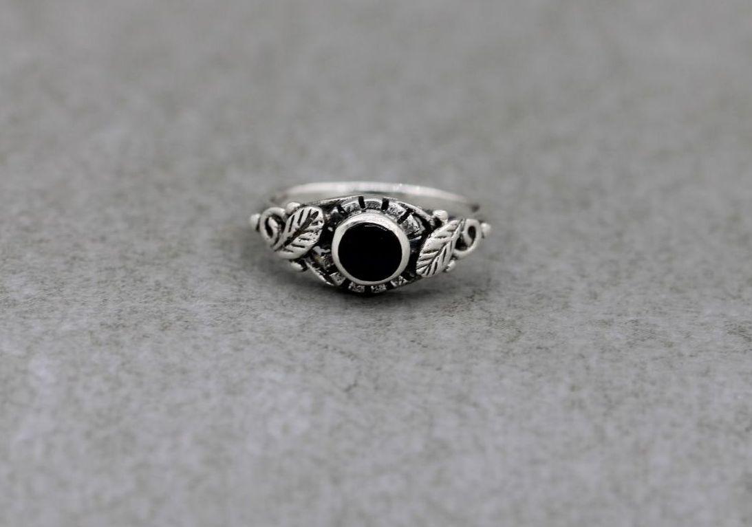 Sterling silver & black onyx ring with leaf shoulder detail