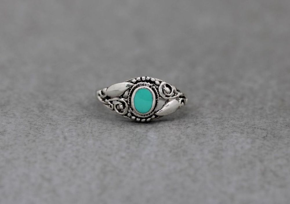 Fancy sterling silver & pale green / turquoise blue howlite ring