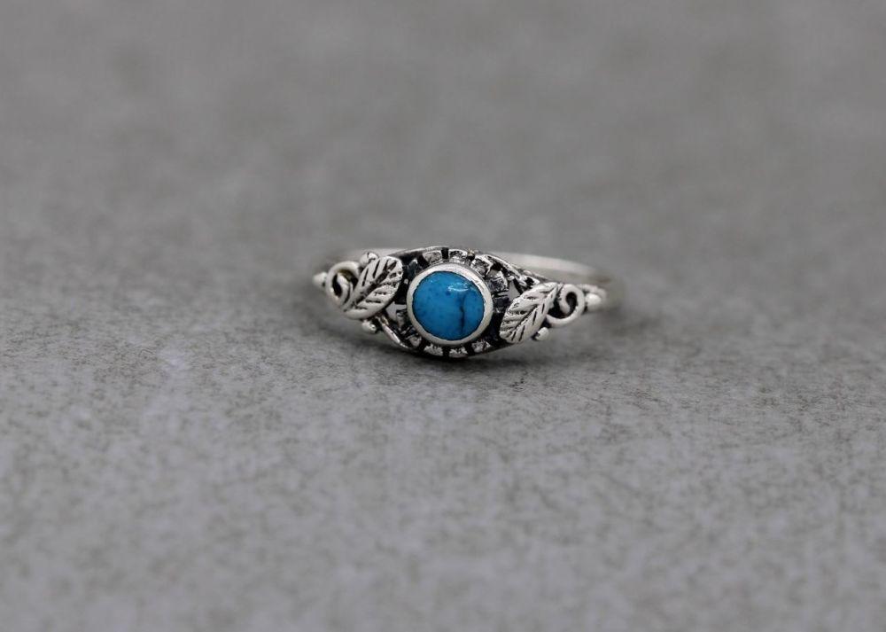 Sterling silver & blue howlite ring with leaf shoulder detail