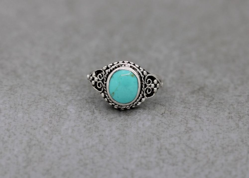Sterling silver & pale green / turquoise colour howlite ring with scroll & dot detail