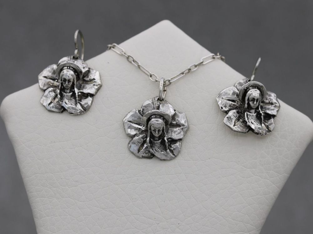 Bizarre Italian sterling silver cameo / relief sculpted face necklace & ear