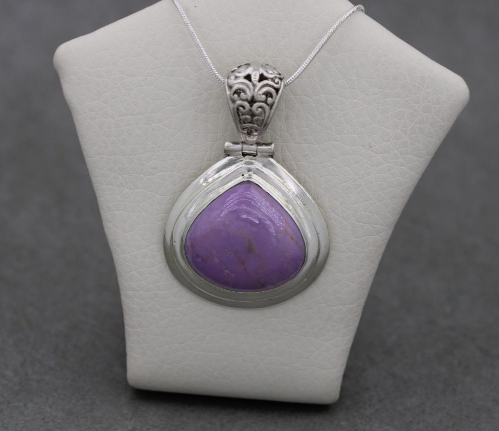 Chunky sterling silver & lilac stone necklace