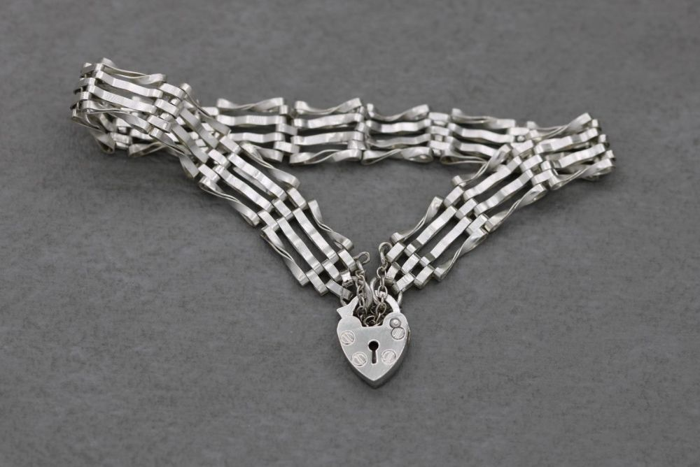 Vintage sterling silver gate bracelet with twisted detail, heart padlock clasp & safety chain