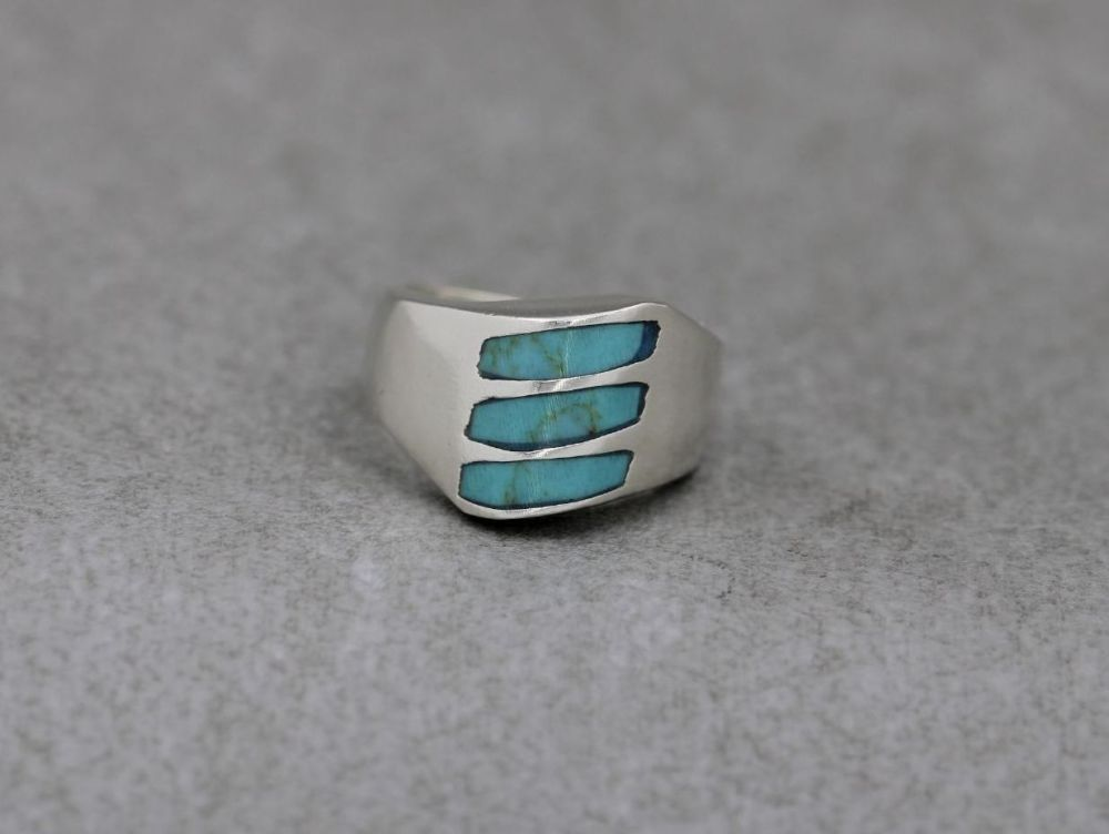 Heavy peaked Mexico sterling silver & blue howlite ring