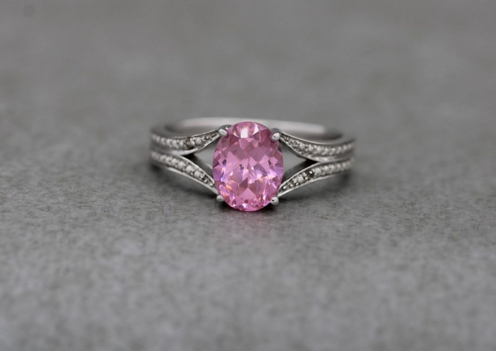 Sterling silver & faceted pink oval solitaire ring