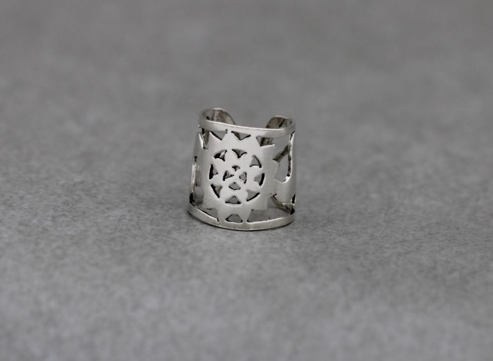 Sterling silver midi ring with a sun / star design