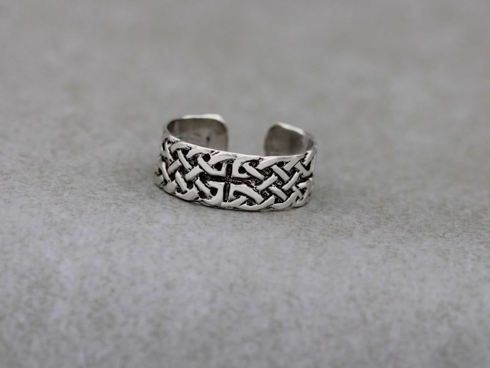 Adjustable sterling silver thumb ring with a celtic design