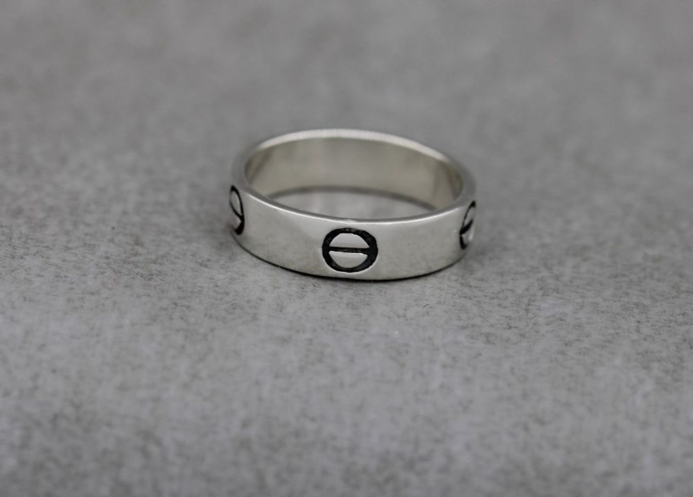 Sterling silver band ring with a screw-head design