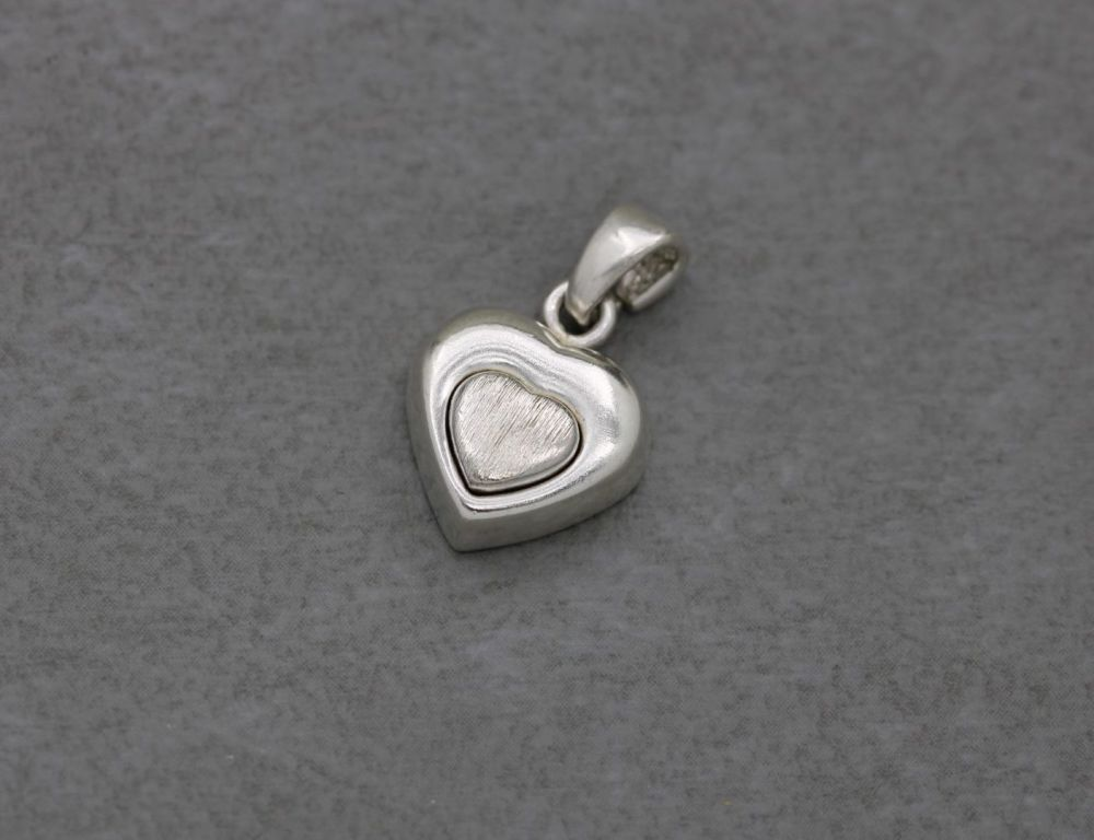 Small chunky sterling silver heart pendant with textured centre & cut-out back detail