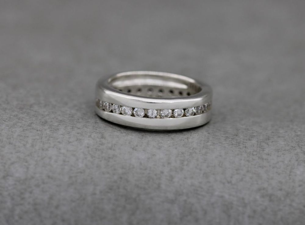 Sterling silver & clear stone waved eternity ring