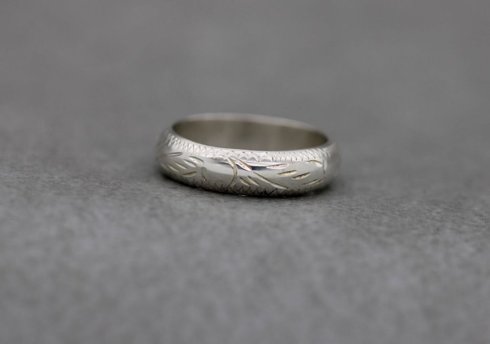 Sterling silver 'D' profile ring with chased engraved pattern (N)