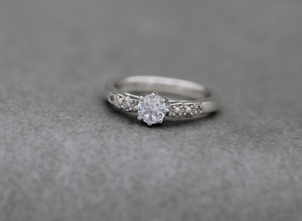 Sterling silver & clear stone solitaire ring