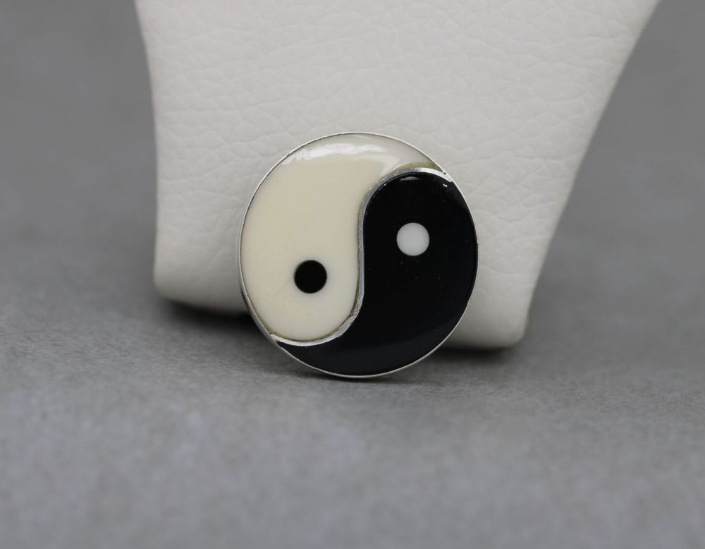Sterling silver yin yang brooch / pin
