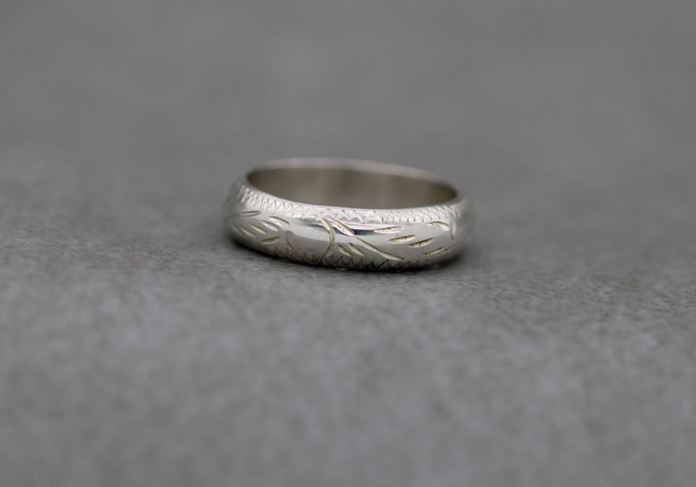 Sterling silver 'D' profile ring with chased engraved pattern (K)