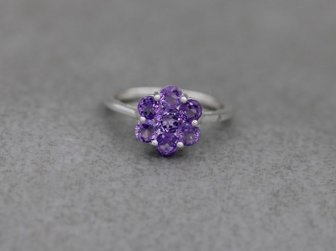Sterling silver & amethyst cluster ring (O 1/2)