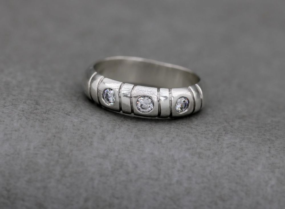 Sterling silver ring with clear stones & line texture