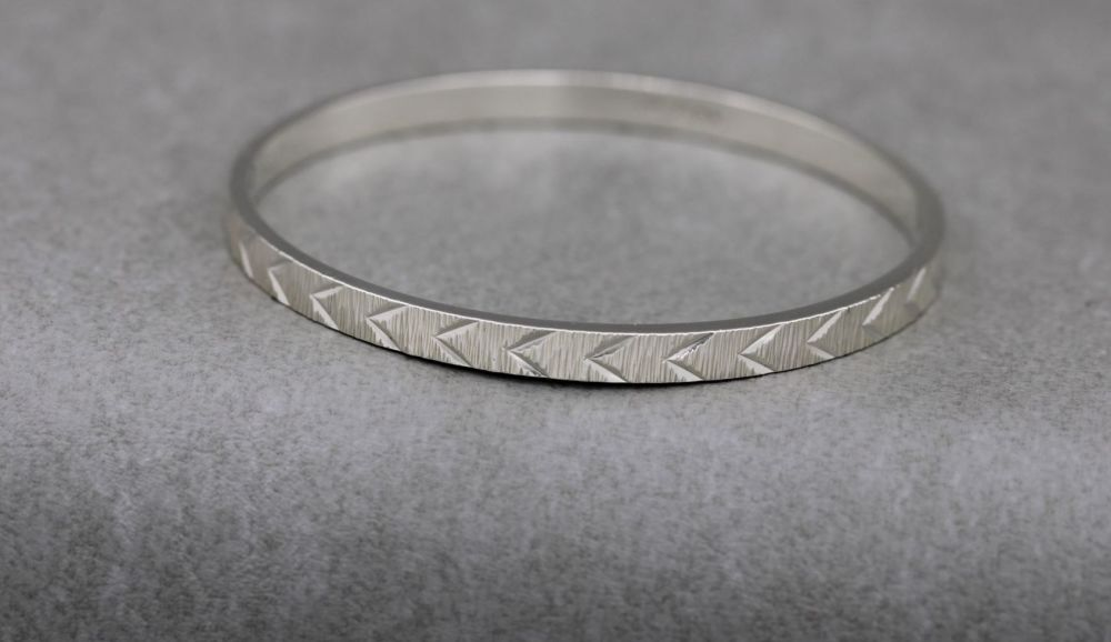 Heavy vintage solid sterling silver chevron textured bangle