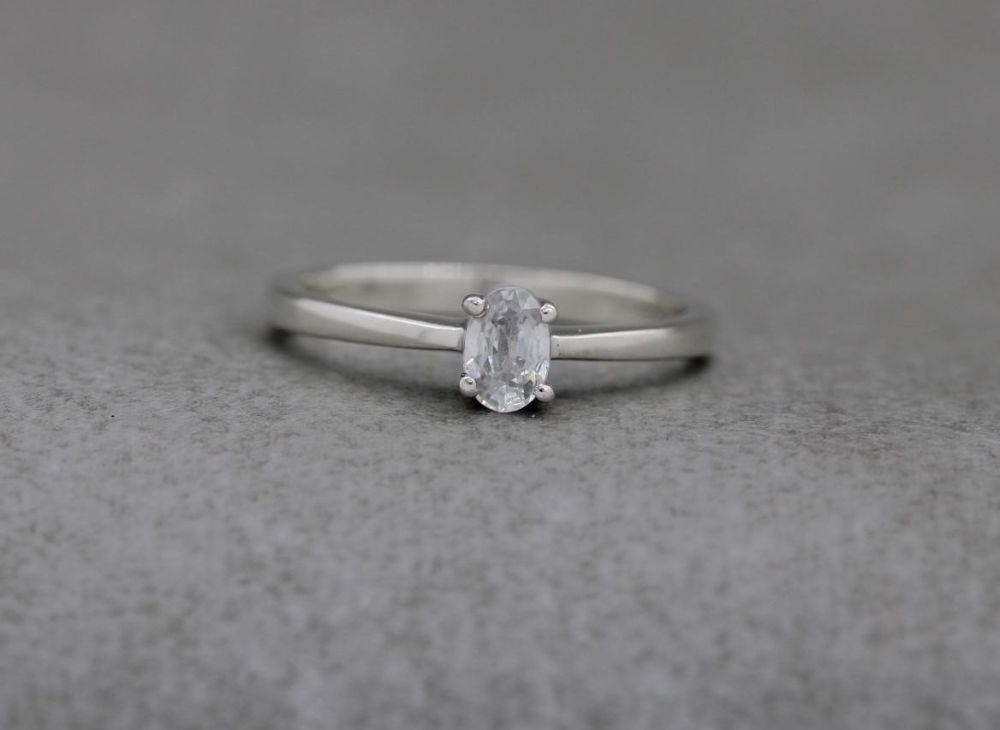 Sterling silver & white topaz solitaire ring