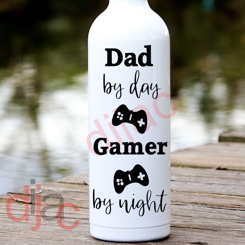 DAD BY DAY GAMER BY NIGHT8 x 17.5 cm