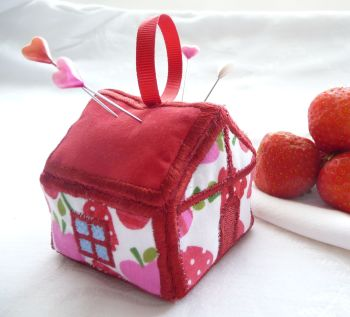 Strawberry Cottage Pincushion Kit