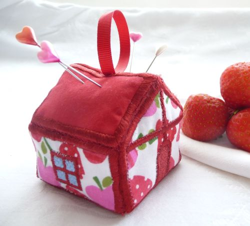Strawberry Cottage Pincushion Kit