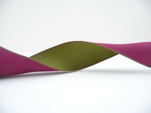 COS18A13 Wired Reversible Maroon and Green Satin Ribbon 38mm