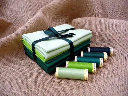 FQB7 Fat Quarter Bundle & Threads - Greens