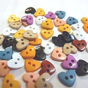 K824-15 Tiny Heart Buttons x 10