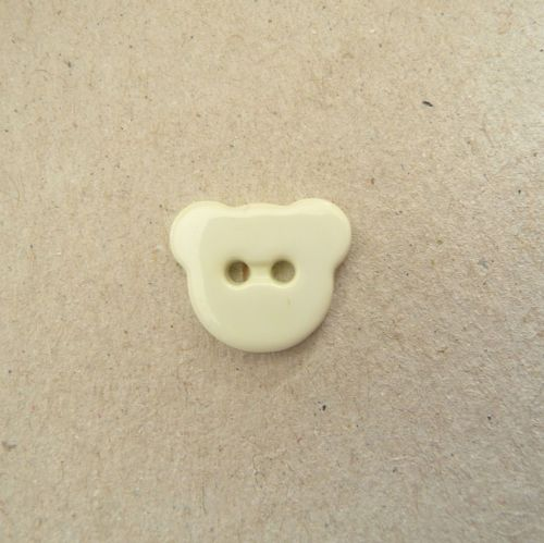 K301-08-24L Cream Teddy Bear Buttons 15mm x 10