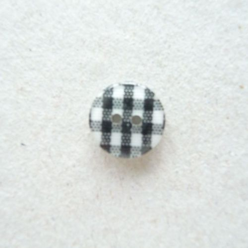 CH200 - Black/White Gingham Buttons x 10