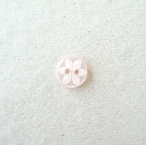 CP86-05-18L Pale Pink 12mm Star Buttons x 10