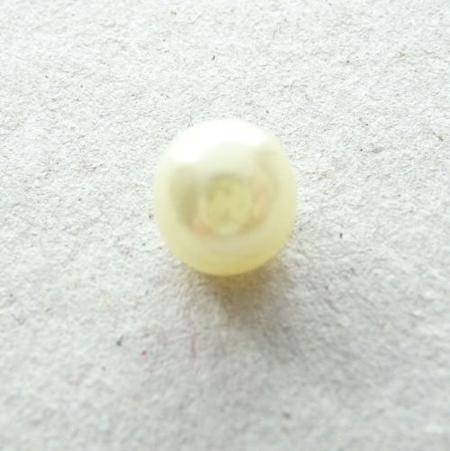 CN55-Yellow-12L Yellow Pearl 8mm Buttons x 10