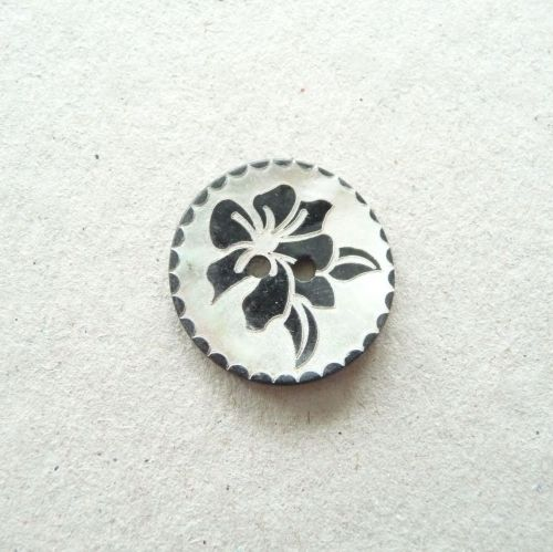 X776-Blk-36L Black Rose Handmade Painted Sea Shell 23mm Buttons x 10