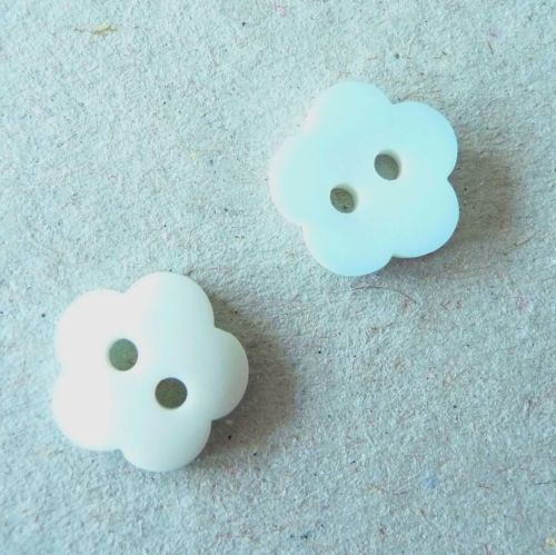 P436-1381 Pale Blue Frosted Flower 13mm Buttons x 10