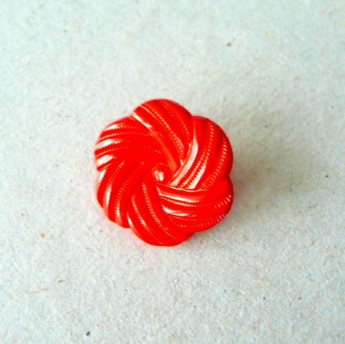 UK13770-R Red Flower 13mm Buttons x 10