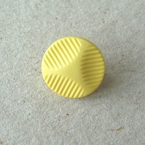 UK174-Y-18L Yellow 12mm Buttons x 10
