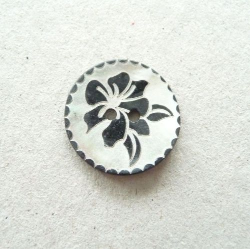 X776-Blk-20L Black Rose Handmade Painted Sea Shell 13mm Buttons x 10