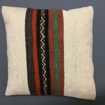 Cushion natural with middle zigzag/stripes