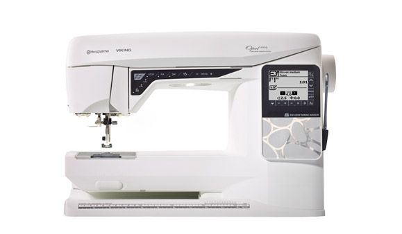 Husqvarna Viking - Opal 690Q - Electronic Sewing Machine
