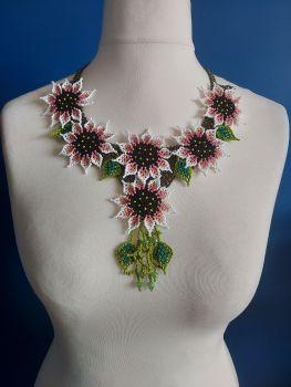 White 6 Flower Summer Necklace