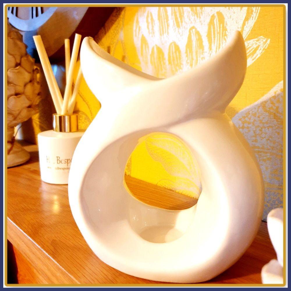 Serene Shapley White Ceramic Oval Melt Burner & Wax Melt Samples - Geometri