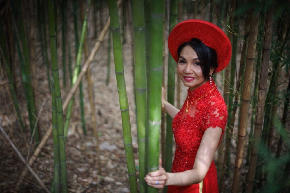 traditional Vietnamese wedding dress bride