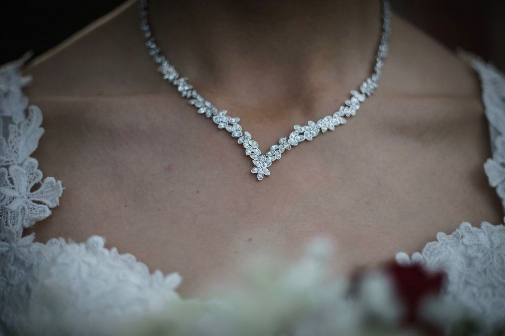 daniel mullins photography wedding necklace