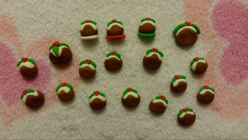 Pack of 18 Mini Christmas Puddings