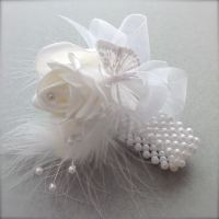 <!--002300--> White Rose Butterfly Feathers Pearled Band Wrist Corsage